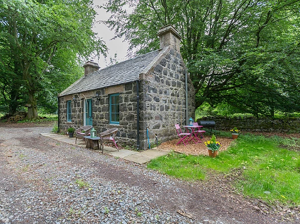 Wardhill Castle Glamping Bothy Scotland